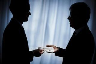 تقول الأمم المتحدة إن هناك ما يقرب من تريليون دولار تدفع سنويا في أنحاء العالم كرشى