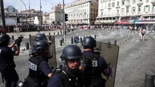 Беспорядки в Марселе перед матчем сборных Англии и России в июне 2016 года