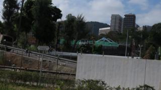 从香港科学园一侧眺望封闭中的香港中文大学二号桥(6/1/2020)