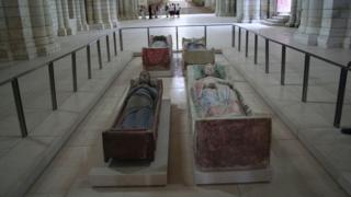 Надгробия Плантагенетов в аббатстве Фонтевро