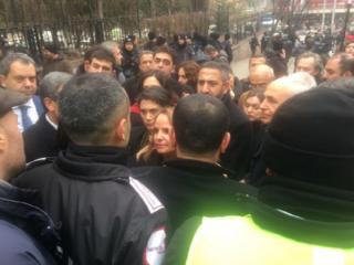 Ankara Üniversitesi'nde girişleri engellenen protestocular
