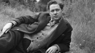A different photo of Dylan Thomas, taken in 1946