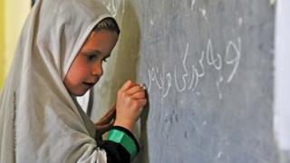 د افغانستان هغو ماشومانو له ډلې ۶۰ یې نجونې دي، چې ښوونځي ته نه ځي