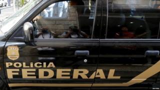 Federal Police car leaves Eletrobras building, 28 July 15