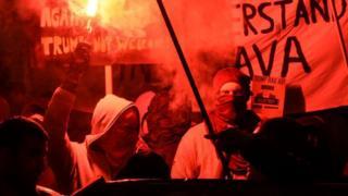 Manifestantes en el Foro de Davos