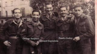 Jorge Sanjinez con cuatro compañeros de la Brigada Pirón.