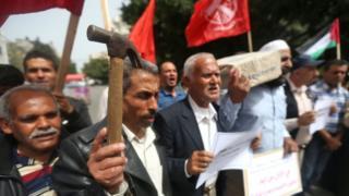 وقفة احتجاجية لعمال فلسطنيين ضد الحصار الإسرائيلي وتأثيره على فرص العمل