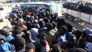 لاجئين أفريقيين في ليبيا