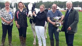 Show president Fiona Moore and Supreme Champion judge Janet Snell alongside the winning animal and Vicky Sloane-Masson, Neil Masson and Lt Gov Sir Richard Gozney