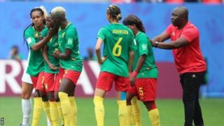 Cameroon coach Alain Djeumfa (right) dey encourage team to continue afta VAR say Ajara Nchout's goal na offside