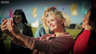 Ngày càng nhiều người trẻ muốn trải qua các các quy trình thẩm mỹ để trông giống như ảnh selfie của họ