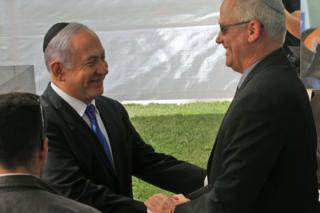 Benjamin Netanyahu (L) shakes hands with Benny Gantz at Mount Herzl in Jerusalem on 19 September 2019