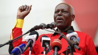 José Eduardo dos Santos a régné d'une main de fer sur l'Angola de 1979 à 2017.