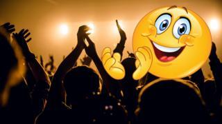 Aplausos en concierto y emojis