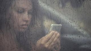 Сиз депрессияга тушган бўлсангиз, ижтимоий тармоқлар сизга турлича таъсир қилиши мумкин.