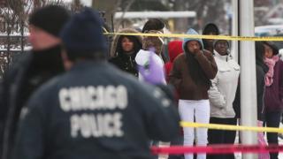 Policías de Chicago en la escena de un crimen