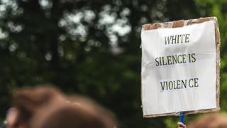"""плакат """"Мовчання білих - злочин"""""""