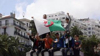 အဲလ်ဂျီးရီးယားမှာ ပြောင်းလဲဖို့ ဆန္ဒတွေပြ