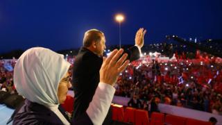 ผู้นำตุรกีกล่าวยกย่องประชาชนที่ร่วมกันต่อต้านความพยายามก่อรัฐประหารเมื่อคืนวันที่ 15 ก.ค. ปีที่แล้ว