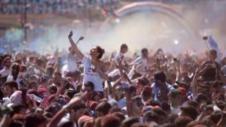 Geçen hafta Şam'da düzenlenen 'I love Damascus' (Şam'ı Seviyorum) adlı etkinlikte yüzlerce genç bir maratonun ardından konser eşliğinde dans etmişti.