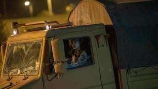 askeri kamyonda bir asker