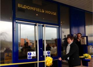 Alison Bloomfield cutting the ribbon