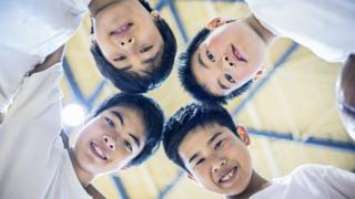 Niños en un circulo