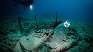 Bottle-under-the-sea.
