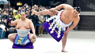 明治神宮で土俵入りを披露する日馬富士(2014年1月)