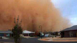 Мощная песчаная буря накрыла город в австралийском штате Виктория.