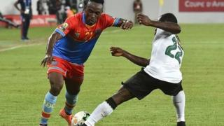 Two players wey dey tackle each other