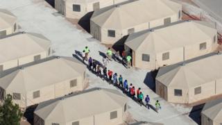 Niños en el campamento de Tornillo, Texas.