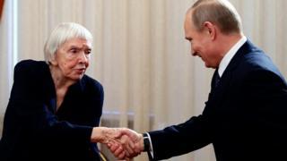 Людмила Алексеева и Владимир Путин