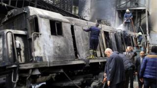 L'incendie s'est déclaré lorsqu'un train a heurté un arrêt tampon de la gare centrale du Caire.
