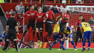 Man-United-defend-a-free-kick-against-Southampton.