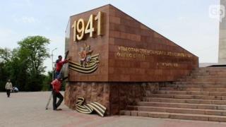 Chimkent shahrida ta'mirdan so'ng o'rnatilgan Georgiy tasmasi ramzi olib tashlangan