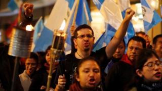 Protesta en Guatemala para pedir la dimisión del presidente Jimmy Morales por su gestión del desastre tras la erupción del Volcán de Fuego.