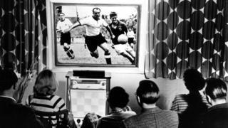 برای نخستین بار در جام 1954 مردم توانستند مسابقات را از تلویزیون تماشا کنند