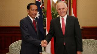 الکوم ترنبول، نخست وزیر استرالیا (راست) و جوکو ویدودو، رئیس جمهور اندوزی