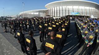 Força Nacional se reúne em frente à Arena Carioca.
