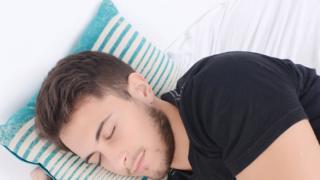 خلصت الدراسة إلى أن الذين ينامون أكثر من أو أقل من 6 إلى 8 ساعات في اليوم أكثر عرضة للإصابة بأمراض القلب والشرايين أو الوفا