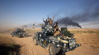 Iraqi pro-government forces advance towards the city of Fallujah