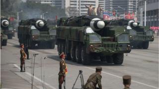 북한 열병식 미사일