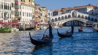 Venedik'e yılda 28 milyon turistin gittiği tahmin ediliyor.
