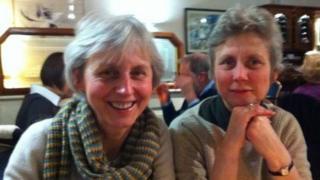 Catherine Utley e a irmã, Ginda. Elas querem ter o direito de registrar a união civil