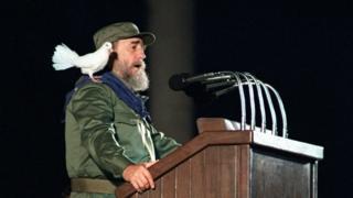 Fidel Castro da un discurso en 1989 en el 30 aniversario de la revolución