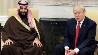 محمد بن سلمان وترامب أثناء زيارة بن سلمان للولايات المتحدة في مارس/آذار الماضي