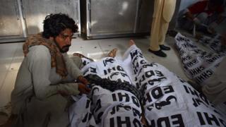 பாகிஸ்தான் தேர்தல்: பிரச்சார கூட்டத்தில் குண்டுவெடிப்பில் 100க்கும் அதிகமானோர் மரணம்