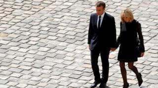 ประธานาธิบดีเอ็มมานูเอล มาครง ของฝรั่งเศส และนางบริจิตต์ มาครง ภริยา
