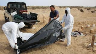 Abanye Libya biriko barapfuba abasomye nturi nyuma y'ukurohama kw'ubwato mu 2017